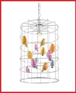 Lampadario a forma di gabbiette con uccellini finti