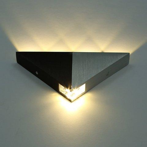 Lampada triangolare per interni decorativa e moderna