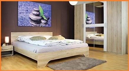 Camera moderna in wengè con letto in stoffa bianco