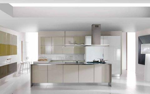 Cucina lineare con penisola vetro liscio magnolia roma