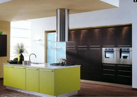 Cucina con isola in laminato rovere moro e laccato for Ingrosso arredamenti roma