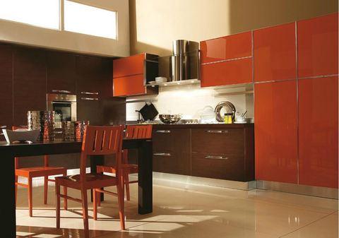 Cucina anta vetro temporato arancio ed effetto legno for Ingrosso arredamenti roma
