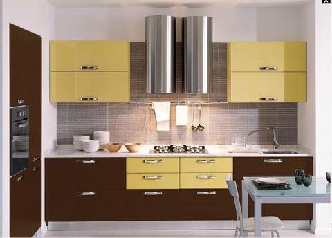 Cucina laccata giallo mais e cioccolata cappa tonda for Cappa acciaio