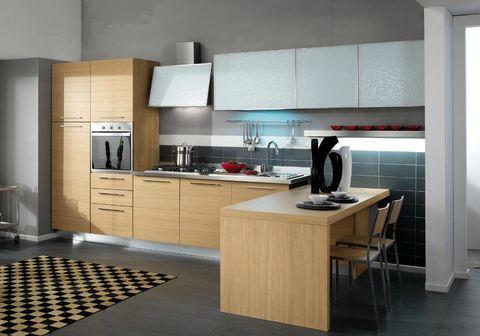 Cucina ante legno con doghe rovere chiaro e vetro - Cucine in legno chiaro ...