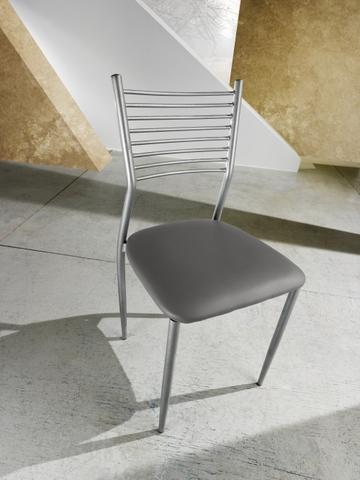 Sedia con schienale realizzato in tubi metallici roma