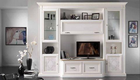 Composizione classica bianca con profili oro e vetrine for Profili arredamenti
