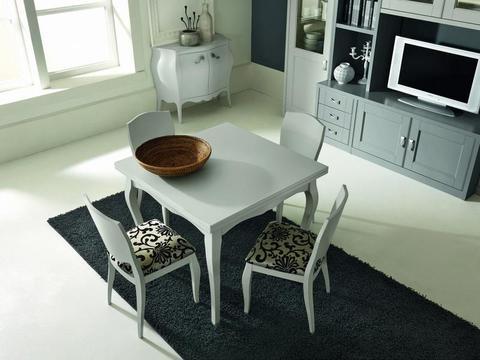 Tavolo in legno massello colore bianco opaco