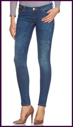 Jeans classici scuri e molto stretti