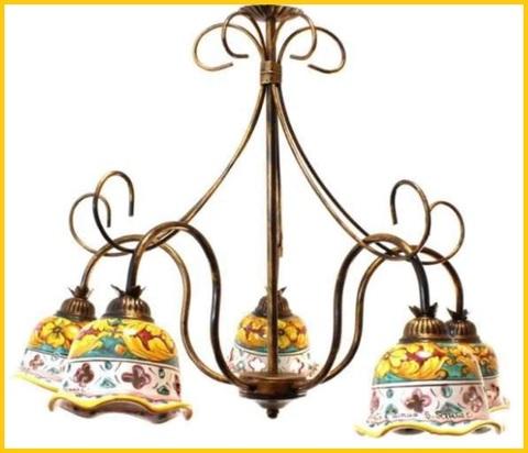 Lampadari ferro battuto e ceramica