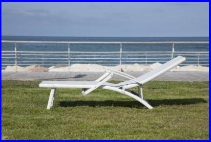 Prezzi Lettini Da Spiaggia.Lettino Pieghevole Per La Piscina O Il Mare Grandi Sconti