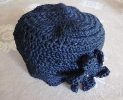 cappellino di lana a uncinetto