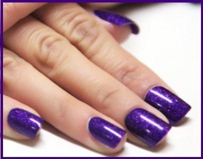 Smalto nail art in gel colore viola a Milano