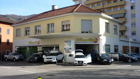 Technoglass Riparazione O Sostituzione Vetri Auto. Installazione Di Pellicole Riflettenti Su Edifici Commerciali, Residenziali, Automobili