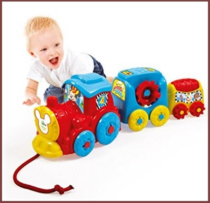 Vasto assortimento di giocattoli trenino