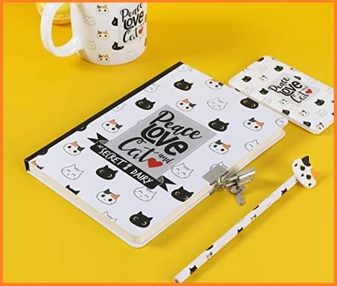 Diario scolastico con chiave e gattini