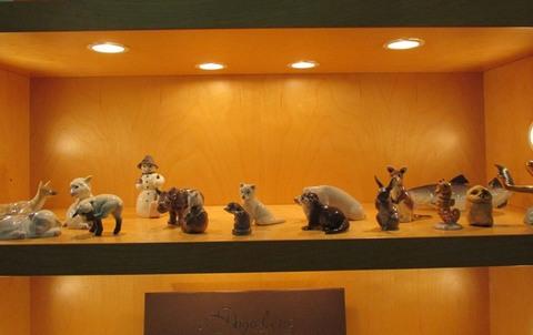 Animali e pupazzo di neve in ceramica