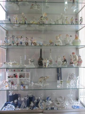 Statuine in ceramica e in vetro