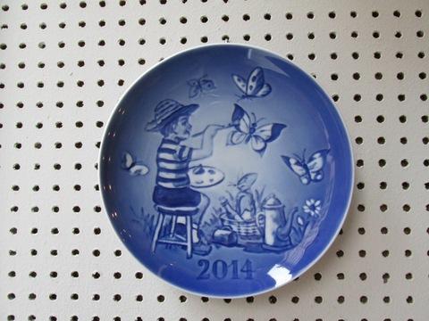 Piatto tema bimbo e farfalle in ceramica
