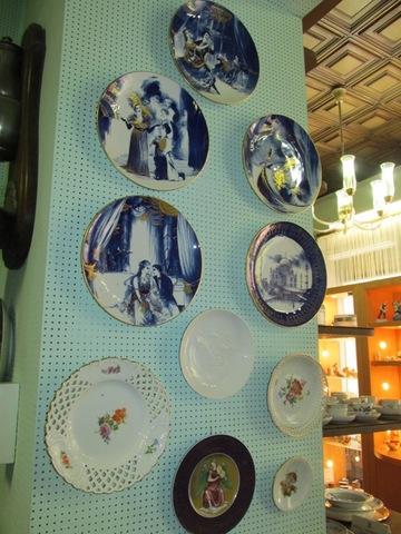 Vari piatti in ceramica