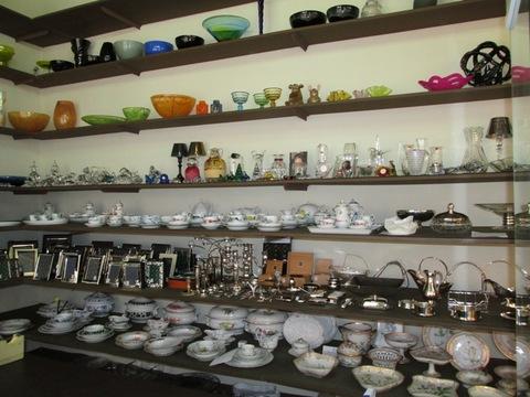 Tazze lampade bicchieri candelabri in ceramica