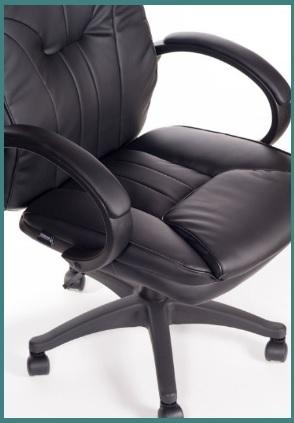 Poltrona con rotelle e schienale ergonomico