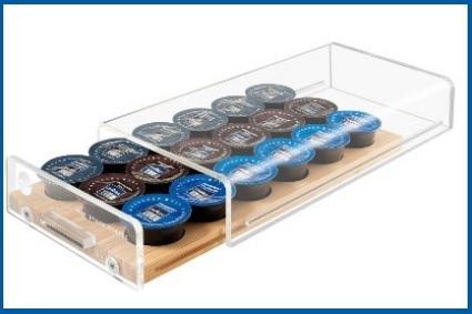 Porta capsule universale ordinato in vetro e legno