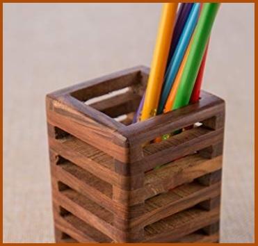 Portapenne design in legno