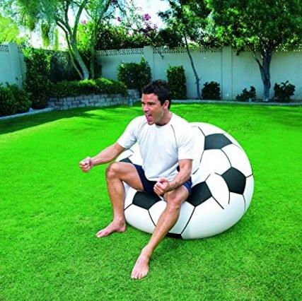 Poltrona a forma di pallone da calcio gonfiabile