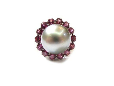 Anello perla nera ametista e oro bianco