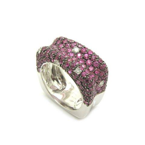 Anello moderno fascia con corindoni rosa e diamanti