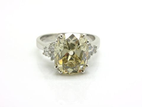 Diamante taglio cuscino ct 4.72 fancy light brown vvs1.