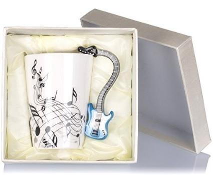 Tazza con manico chitarra e note musicali