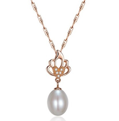Collana in argento con pendente elegante e raffinata