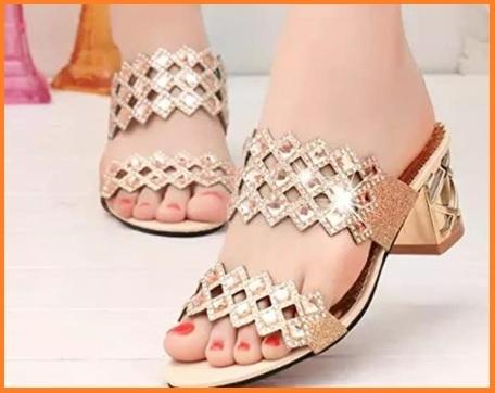 Sandali con gioielli alti