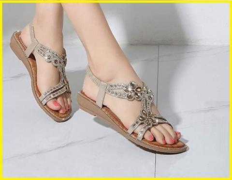 Sandalo con gioielli e zeppa