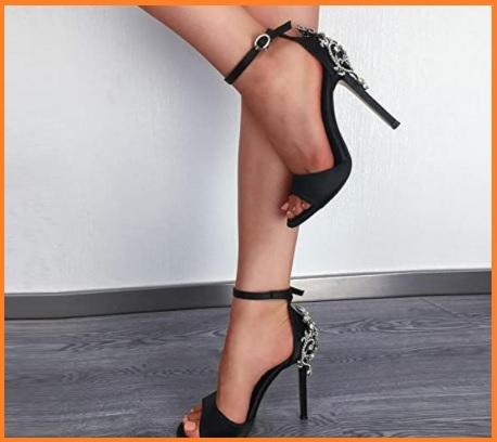 Sandalo alto con gioielli