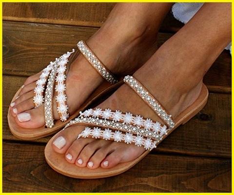 Sandali con gioielli estivi