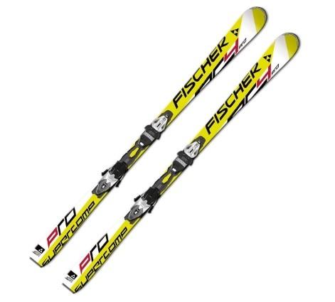 Coppia di sci da pista con attacco dal colore giallo