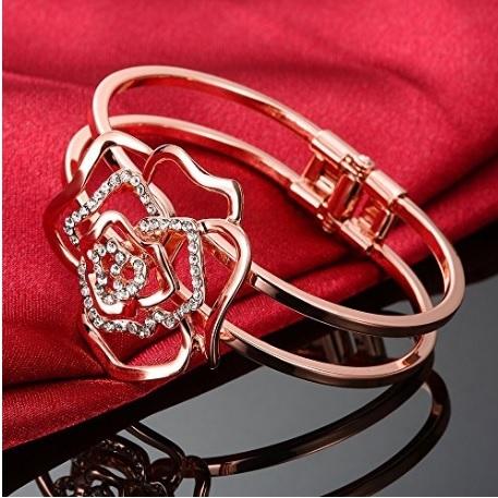 Bracciale bangle con forma di rosa dal colore oro rosa