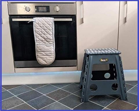 PopStep Sgabello richiudibile 22 cm perfetto per la cucina e il bagno compatto e facile da riporre ripiano superiore antiscivolo