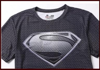 T-shirt uomo aderenti con logo di superman