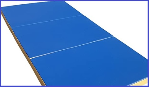 Tappeto blu fitness esercizi