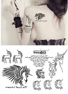 Tattoo fantasy con fate e unicorno