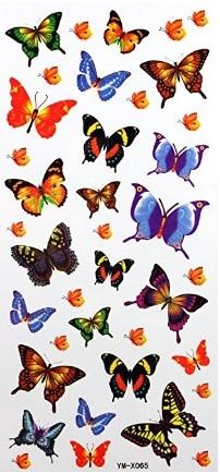 Tatuaggio farfalla sul polso colorata