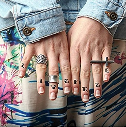 Lettere tradizionale tattoo temporanei