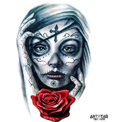 Tattoo volto realistico con rose