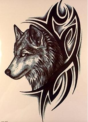 Tatuaggio tribale e lupo