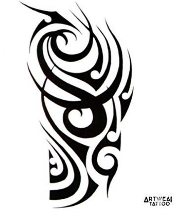 Tattoo realistico e ben fatto tribale braccio