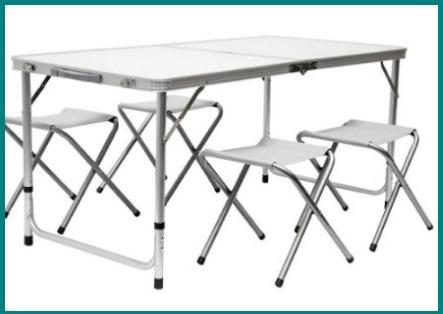 Tavolino pieghevole con sgabelli inclusi