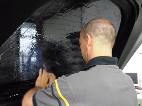 Corvette oscuramento vetri. 4 applicazione